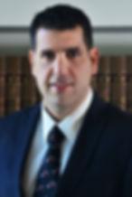 """עו""""ד עומר-זיו אשכר, שותף, נוטריון. עוסק בדיני חוזים, משפט מסחרי, מקרקעין ותובענות ייצוגיות"""
