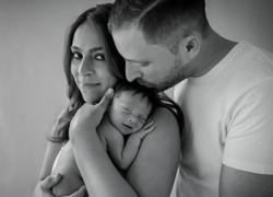 pasgeboren_baby_met)ouders_foto,