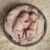 tweeling,tweeling fotografie,newborn tweeling,twins,tweeling in houten schaal,newborn tweeling fotografie,meerling,meerling fotografie,