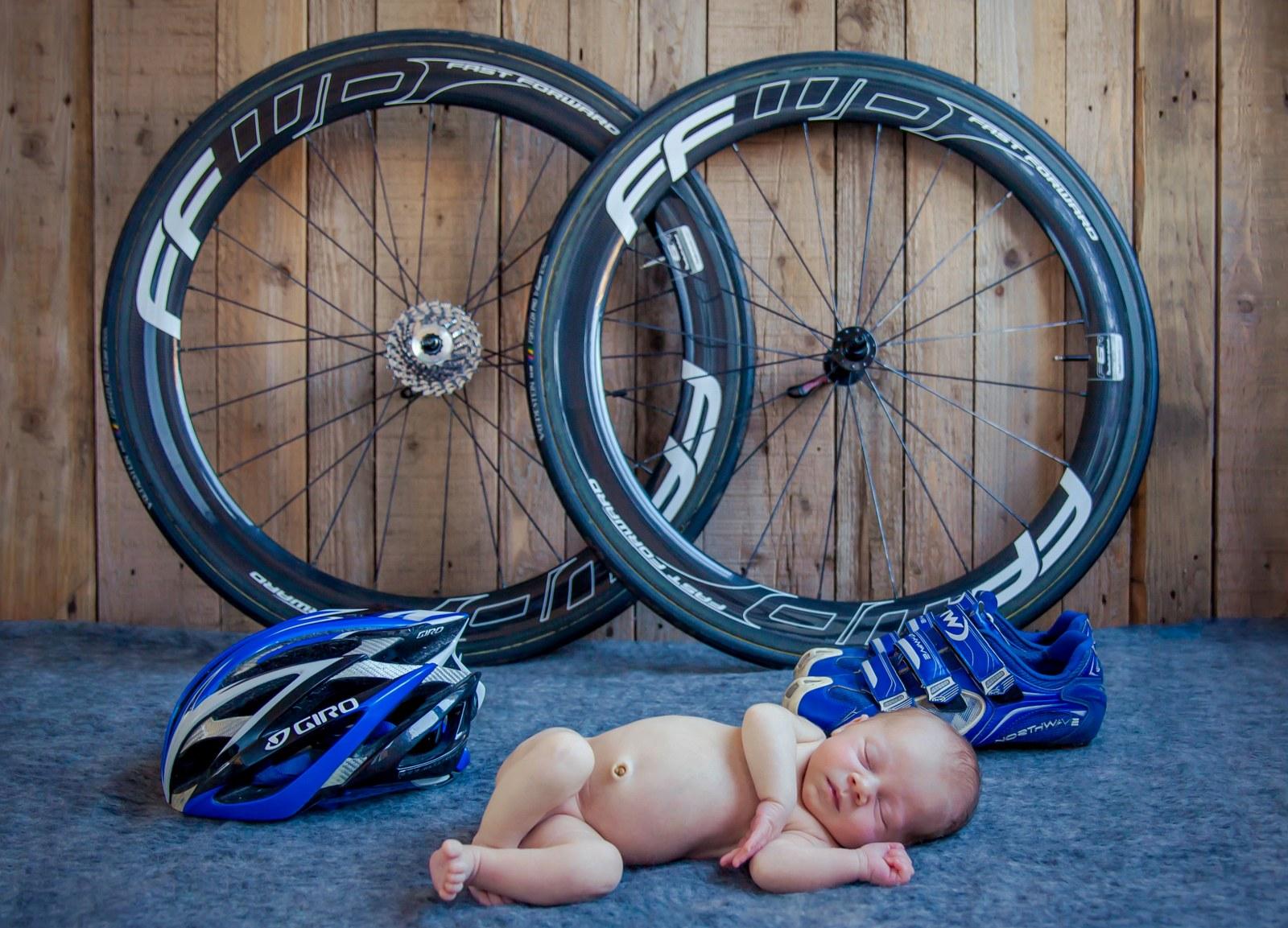 baby_met_wielen,babyhelm