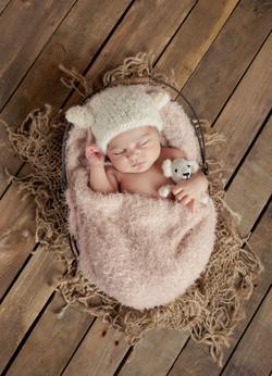 pasgeboren_baby_in_mandje