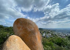 六甲の太陽石