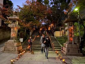 竹灯籠に祈りを込めて 一燈照隅万燈照国