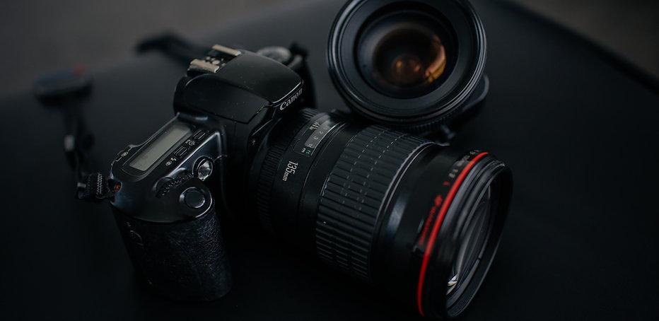 Canon%20camera%20135mm%20lens_edited.jpg
