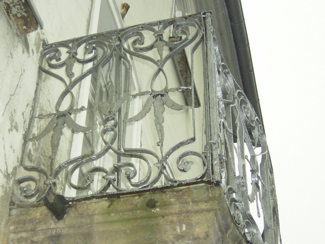 zu restaurierendes Geländer