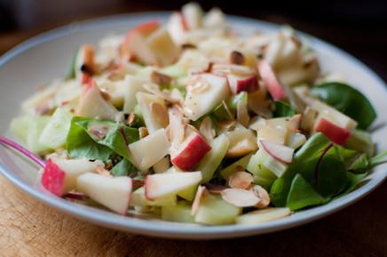 Salade pomme, concombre et amandes efillées