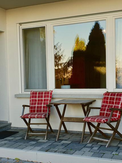 Sitzplatz vor der Wohnung