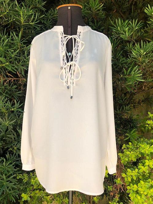 Blusinha bata branca c/bordado no decote da Paula Vianna