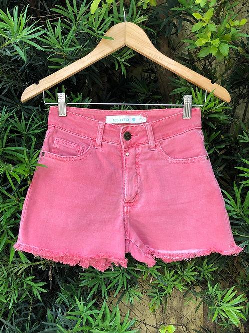 Shorts jeans cintura alta c/barra desfiada da Rosa Chá