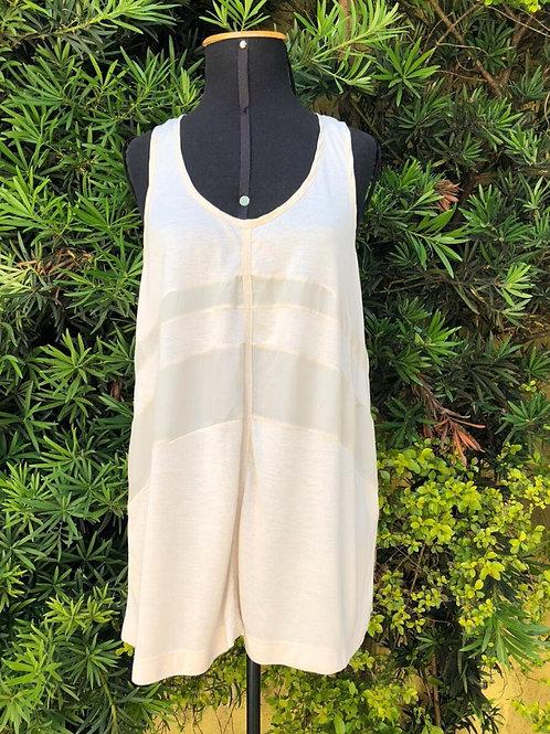 Blusinha regata modelo nadador bege de seda e modal da Le Lis Blanc