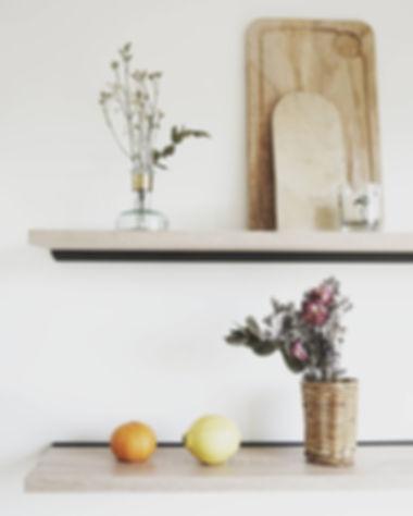 Détail cuisine - Etagères bois gallishop designer d'espace