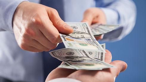 pagar-con-dolares-estadounidenses-en-uru