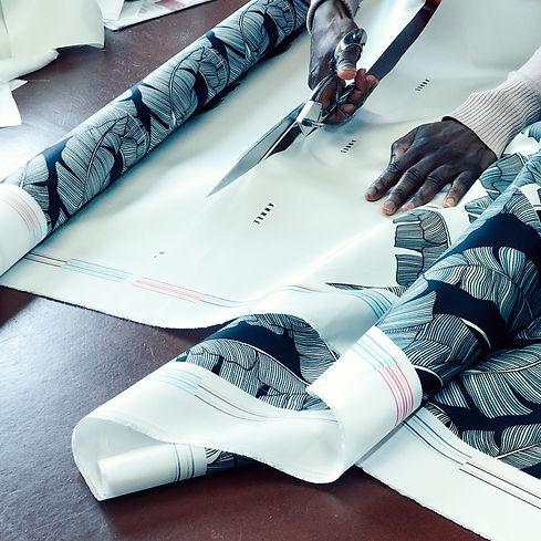 Confection de foulards AN-NEE, atelier parisien