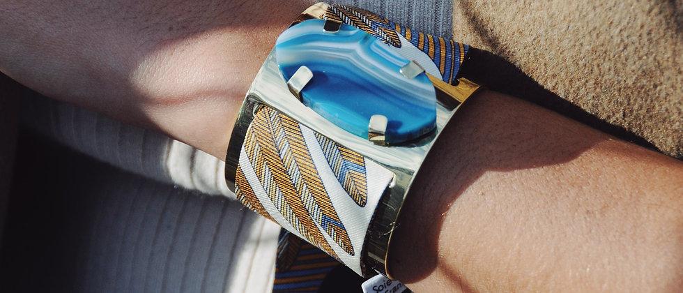 Grande manchette MERCURE, agate bleue et bracelet Aigle,blanc cassé
