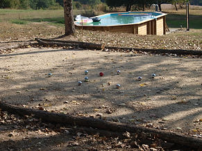La piscine et le terrain de Pétanque