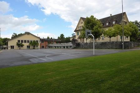 Schulhaus Brütten