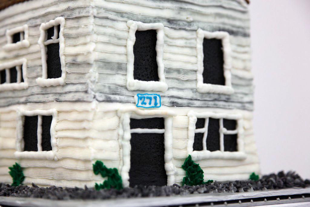 Cake replica, detail