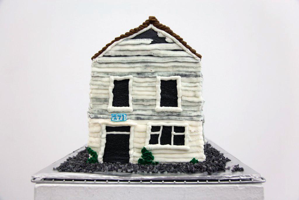 Cake replica of 271 Union St.