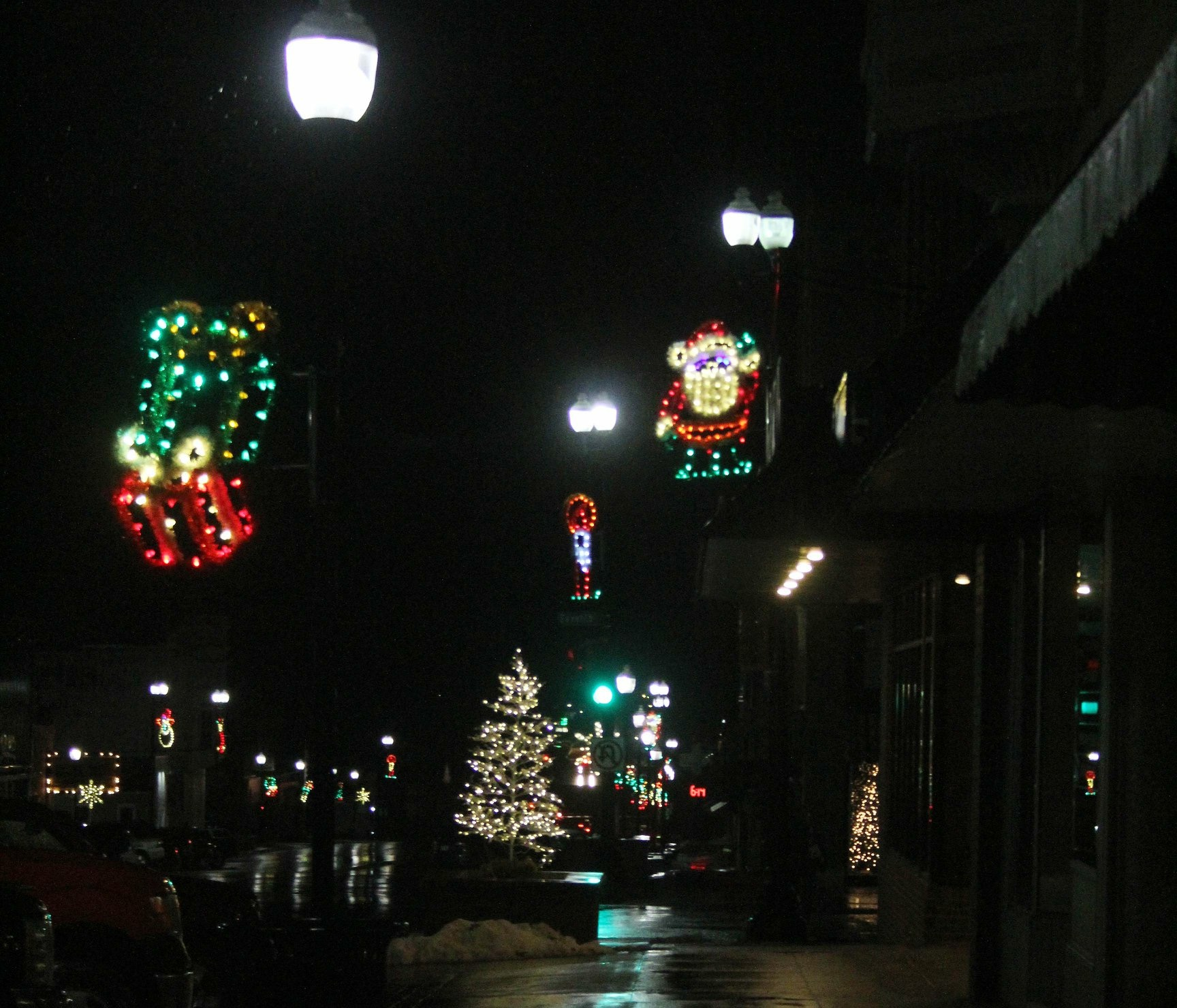 Downtown Hiawatha Christmas 2018
