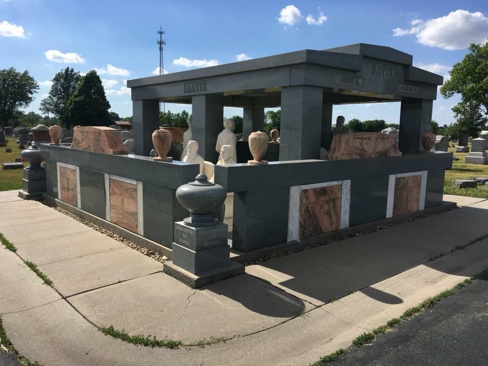 Davis Memorial, Hiawatha, KS