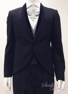 黑色絨邊匙領小燕尾禮服.jpg