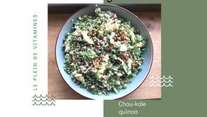 Salade de chou-kale, quinoa, pomme, kiwi et avocat.