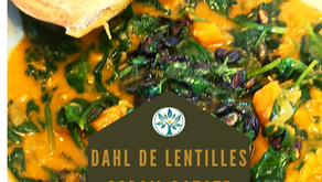 Dahl de lentilles corail, patate douce et épinards, naan à l'huile de coriandre.