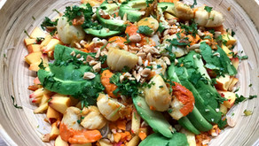 Saint jacques sautées au curry, nouilles de riz et crudités aux saveurs asiatiques