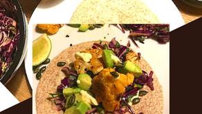 TACOS DE CHOU-FLEUR EPICES Avocats et aïoli, salade de chou rouge et coriandre