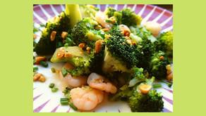 Wok de brocolis et crevettes, vinaigrette au gingembre et citron vert