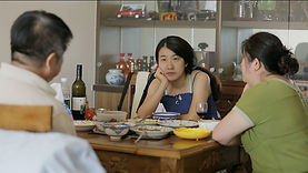 Xu Min having lunch with her parents (30