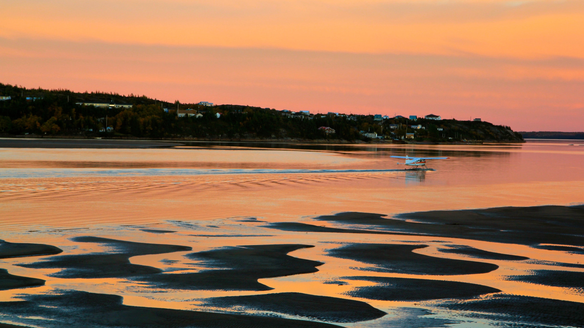 Hydravion au coucher du soleil