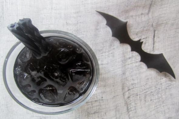 halloween-drinks-bat-cocktail