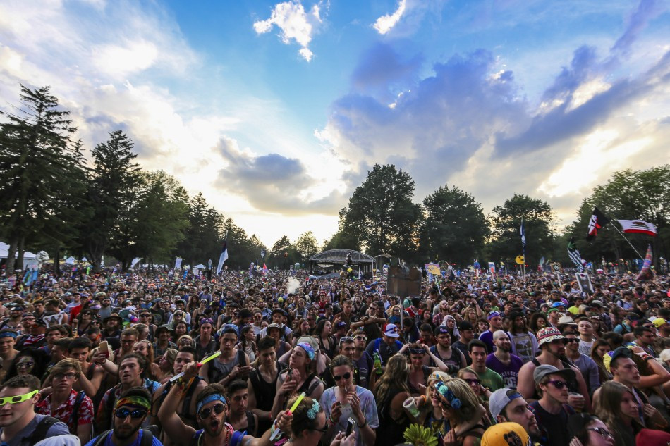 electric-forest-crowd