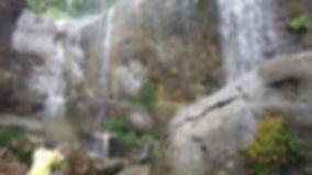 ユツン3段滝で滝に打たれる
