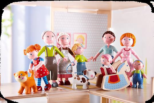 Figuren einer ganzen Familie mit oma und Opa, Mama und Papa Kindern und Hund