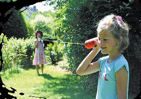 2 Mädchen am Schnurtelefon