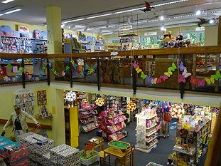 Ein Blick auf die obere und die untere Ladenebene
