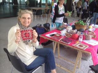 Hoy es el día mundial de tejer en público