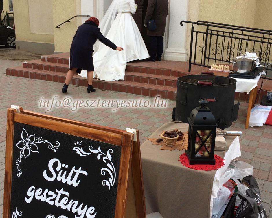 Gesztenyesütés esküvőn