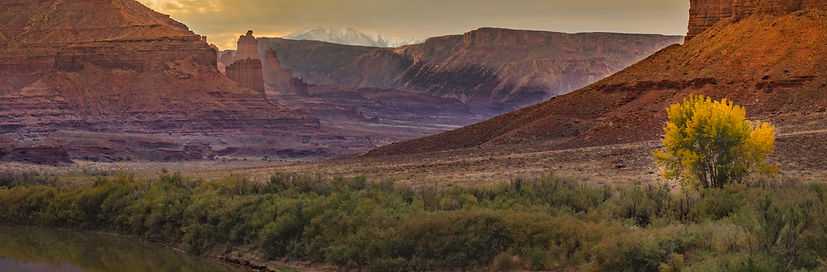 Castle-Valley-Utah-Fall-Color-Autumn-Mou