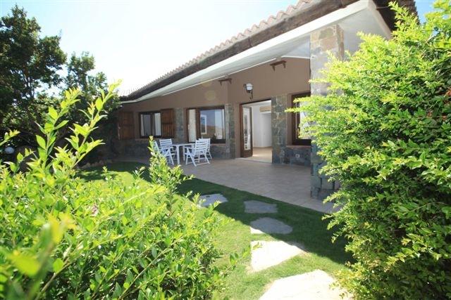 Esterno giardino con veranda