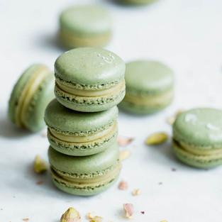 White-Chocolate-Pistachio-Macarons-3_edi