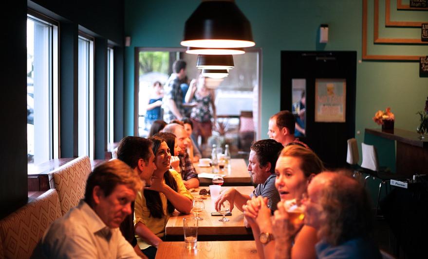restaurant-690975.jpg