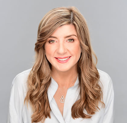 Dr Lisa MacRae - hi rez uncropped.jpg
