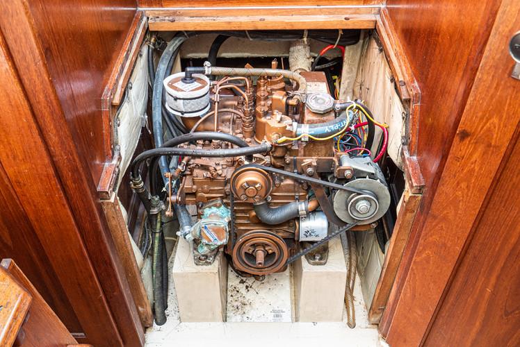 1989 Catalina 34-34.jpg