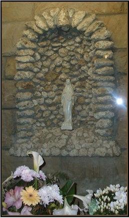 Nicchia e statuina della Madonna di Civitavecchia
