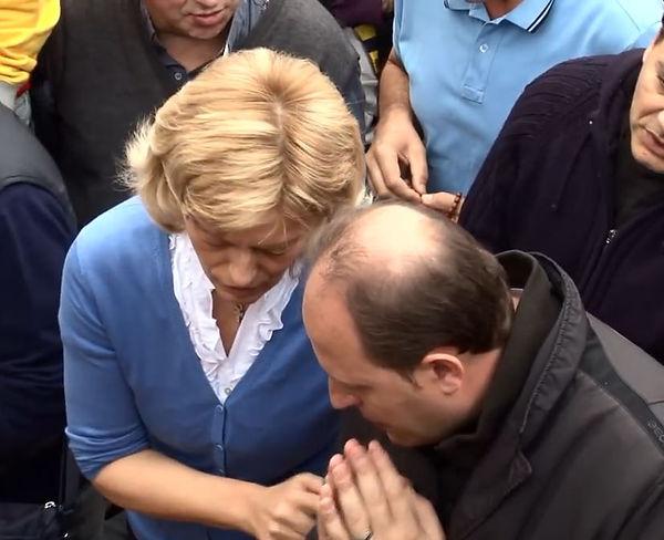 Mirjana e Michele Barone durante un'apparizione