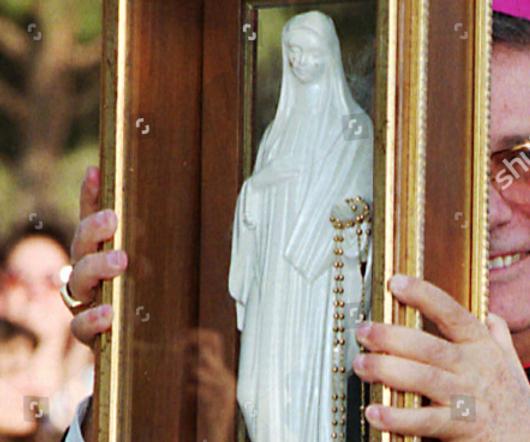 Il vescovo Grillo con la Madonnina