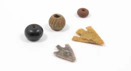 Two arrowheads and personal jewellery